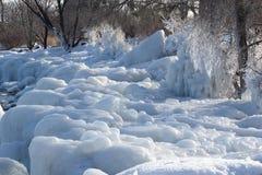 Modelos del hielo adelante a orillas del lago Imagenes de archivo
