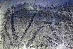 Modelos del hielo sobre el vidrio fotos de archivo