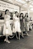 Modelos denominados retros na parada do carro do vintage Foto de Stock