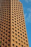 Modelos en cara del edificio de oficinas Fotos de archivo