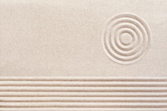 Modelos espirituales simples en Zen Garden japonés imágenes de archivo libres de regalías