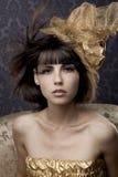 Modelos glamoroso luxuosos no ouro Imagem de Stock Royalty Free