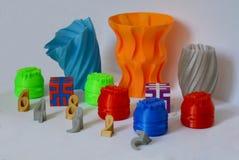 Modelos impressos pela impressora 3d Os objetos coloridos imprimiram a impressora 3d Imagens de Stock Royalty Free