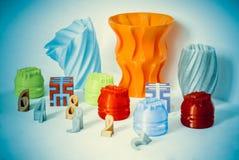 Modelos impressos pela impressora 3d Os objetos coloridos imprimiram a impressora 3d Imagem de Stock Royalty Free