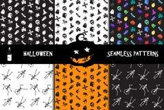 Modelos inconsútiles de los iconos de Halloween fijados Imágenes de archivo libres de regalías