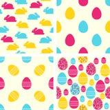 Modelos inconsútiles de Pascua Fije de fondos del vector con los huevos y los conejitos de Pascua stock de ilustración