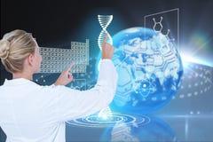 Modelos médicos contra fondos de los gráficos de la DNA Imagen de archivo