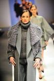 Modelos que muestran diseños de Antonio Berardi en Audi Fashion Festival 2011 Fotografía de archivo libre de regalías