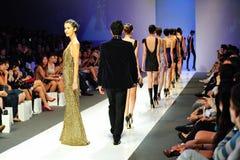 Modelos que muestran diseños de Swarovski en Audi Fashion Festival 2011 Fotos de archivo libres de regalías
