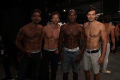¡Modelos que presentan entre bastidores antes del KYBOE! desfile de moda Foto de archivo