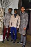 Modelos que presentan entre bastidores en la colección 2017 de la metamorfosis de la CAÍDA de la ropa de caballero de ANTINOO Imagen de archivo