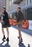 Modelos que se van después de un desfile de moda en Nueva York Imágenes de archivo libres de regalías
