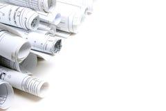 Modelos y rollos arquitectónicos del modelo en el fondo blanco Imagen de archivo