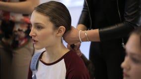 In modelscholen wacht het jonge wijfje op gedaan haar stock footage
