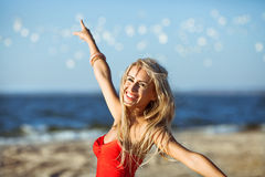 Modeluje na plaży zdjęcia royalty free