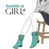 Modemädchen in den blauen Matten. Stockfotos