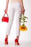 Modemädchen mit einer Sonnenblume Stockfotografie