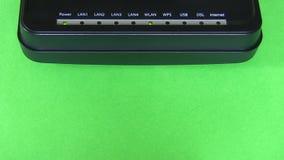 Modem no fundo verde video estoque