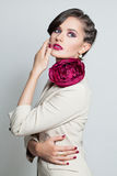 Modemodell Beautiful Woman med modefrisyren Arkivbilder