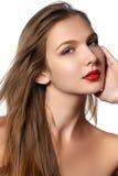 Modemodell Girl Portrait med långt blåsa hår Glamourfriare arkivfoto
