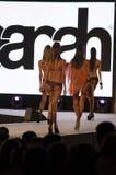 Modemodell i bikini Royaltyfri Fotografi