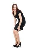 Modemodell i den svarta klänningen som skrattar, ingen makeup Royaltyfria Foton
