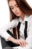 Modemodell i den vita skjortan och bandet Fotografering för Bildbyråer