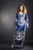 Modemodell i elegant klänning Royaltyfri Bild