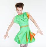Modemodell i ljust - grön klänning Arkivbilder