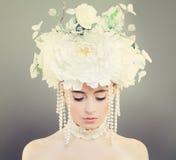 Modemodell Woman med makeup Arkivfoto