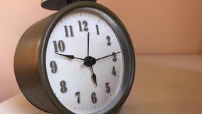 Modena - despertador com mãos no movimento lento & no lapso de tempo filme