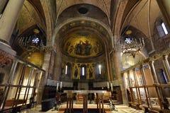 Modena Emilia Romagna, Italien December 2018 Den storartade inre av domkyrkan fotografering för bildbyråer
