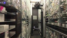 12 09 2018 Modena - het toekomstige pakhuis van de technologie automatische apotheek stock footage