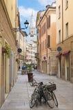 Modena - il asile della città del olt con la torre della cattedrale Fotografie Stock