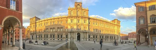 MODENA, ITALIË - SEPTEMBER 30, 2016: De toeristen bezoeken stadscentrum, Stock Foto