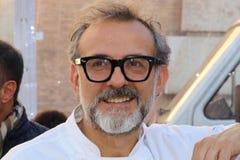 Modena, Italia, dicembre 2018, cuoco unico Massimo Bottura in un evento pubblico in piazza Roma, Modena, Italia immagine stock