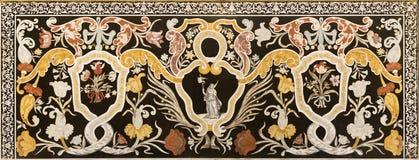 MODENA ITALIEN - APRIL 14, 2018: Den blom- mosaiken Pietra Dura för sten med Stet Ursula i kyrkliga Abbazia di San Pietro Arkivfoton