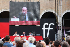 MODENA Italien, SEPTEMBER, 2016: Umberto Galimberti offentlig filosofisk konferens, festival av filosofin 2016 Arkivfoto
