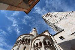 Modena, romanesque kathedraal van Ghirlandina-toren Stock Afbeeldingen