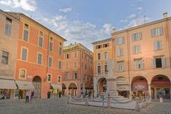 Modena, Włochy: klasyczna centrum miasta architektura obraz royalty free