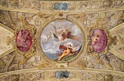 MODENA WŁOCHY, KWIECIEŃ, - 14, 2018: Barokowy podsufitowy fresk z St Barbara w kościelnym Chiesa Di San Barnaba fotografia stock