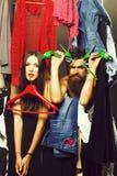 Modepaare im Wandschrank lizenzfreie stockbilder