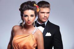Modepaare mit dem Mann, der weg schaut Stockbild
