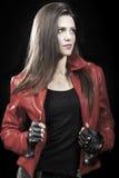 Modeporträt der jungen Brunettefrau Stockbild