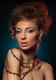 Modeporträt der Schönheit mit Frisur Lizenzfreies Stockfoto