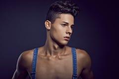 Modeporträt des jungen hübschen Jugendlichen Lizenzfreie Stockfotos
