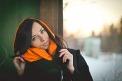 Modeporträt des jungen moslemischen tragenden hijab stockfotografie