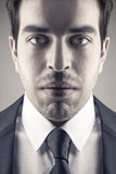 Modeporträt des jungen stilvollen Mannes Stockbilder