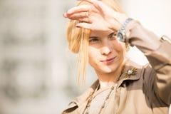 Modeporträt eines schönen Mädchens lizenzfreie stockfotos