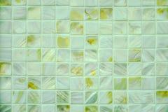 Moder av pärlategelplattor Closeupfoto av modern av pärlamosaiktegelplattor arkivfoton
